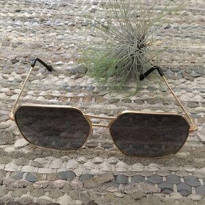 Vintage(?) Polaroid Gold Framed Aviator Sunglasses